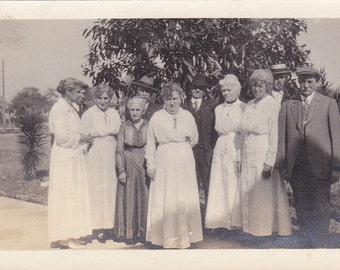 Vintage Photo - Lovely Group of People - Vintage Photograph, Vernacular, Found Photo (PP)