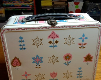 vintage ribbons and bows Ohio Art girls metal lunch box lunchbox RAD  flowers and snowflakes