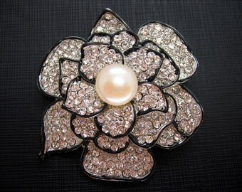 Beautiful White Button Freshwater Pearl and Cubic Zirconia Flower Brooch
