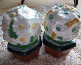 Flower Pot Salt and Pepper Shakers - Vintage, Collectible