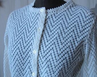 White Cardigan Ivory 60's Knit Chevron Lightweight Scalloped Edge Size Small/ Medium