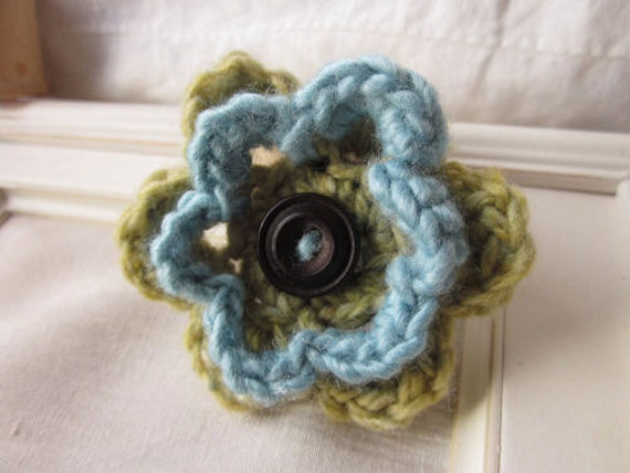 crochet flower pin in blue and green, Vintage button