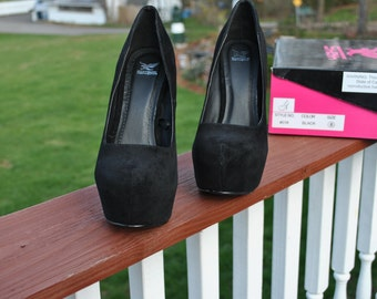 Size 8 Black Velvet High Heels await a CUSTOM PROJECT.for sale