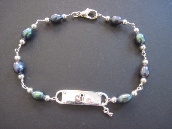 Lock and key with freshwater pearl bracelet