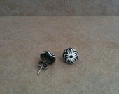 Folk Art Flower Outline Studs Black White