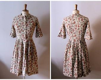 vintage 1950s novelty print shirtdress / 1950s peter pan collar dress