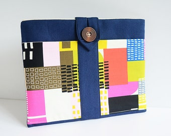 Sample Sale - iPad horizontal case - with two extra front pockets - city life