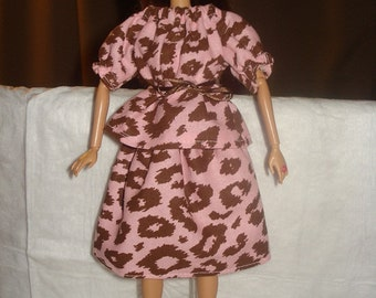 Easy on brown & pink Leopard peasant top and skirt set for Fashion Dolls - ed335
