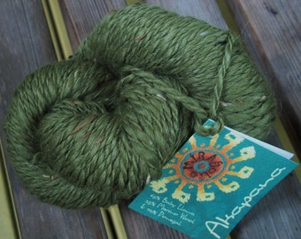 WORSTED Weight Yarn - Leaf Green Baby Lama, Donegal and Merino Wool - Mirasol Akapana - 50g - Grass Leaf  Moss