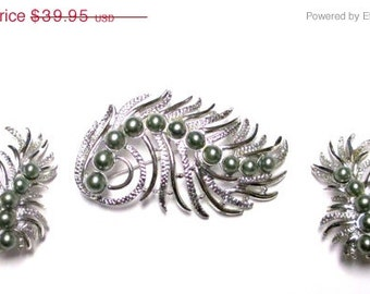 """Vintage 50's Sarah Coventry """"Feather Fantasy"""" Pin Brooch and Earring Set"""