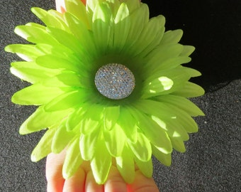 Toe Blooms in Lime Green