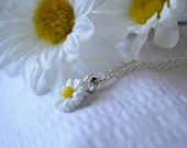 White and Yellow Daisy Cabochon Necklace