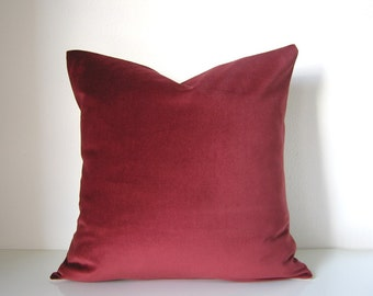 Decorative pillow: velvet pillow in oxblood red and natural linen, home decor pillow