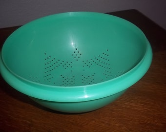 Vintage Tupperware Strainer Drainer Pasta Strainer in beautiful 70s green
