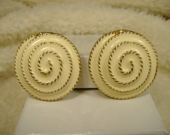 Vintage 1970s Cream and Gold-Colored Clip-On Earrings