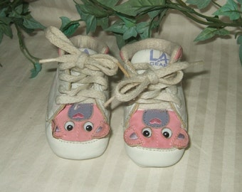 Vintage baby shoes LA Gear baby shoes pink and white baby shoes US size 1 Baby bear shoes toddler shoes toddler girl shoes