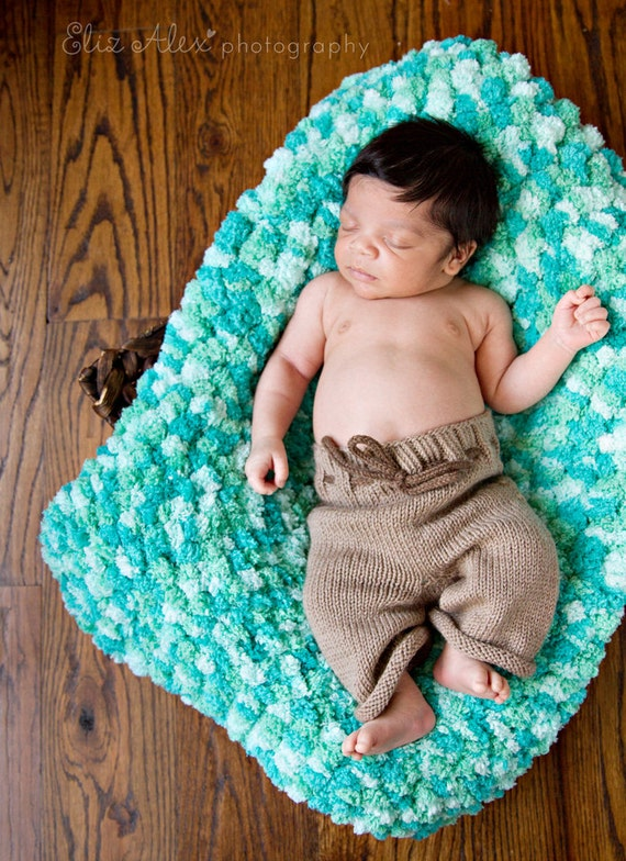 Newborn Photo Prop Blanket Mat, Blue Knit Pom Pom Textured (Item 807)