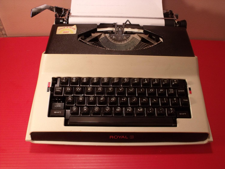 Vintage Royal Portable Typewriter Part - 42: ?zoom
