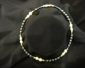 Hancrafted Freshwater PEARL and HEMATITE ANKLET