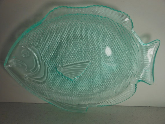 4 vintage fish shape plates platters aqua plastic usa for Fish shaped plates