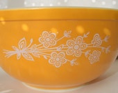 Vintage Pyrex Bowl Gold with White Center