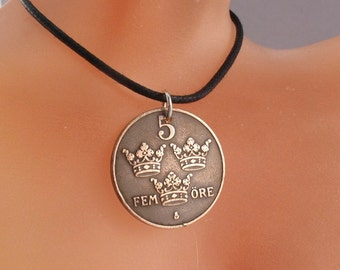 COIN JEWELRY.  SWEDEN necklace. coin pendant. 5 Ore . fatherland . fosterland . 3 crowns.  No.00909