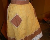 AUTHENTIC 1950s yellow Gingham checkered Apron. Kitsch style Apron.Fried Chicken & Waffles.June Cleaver