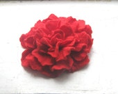 Red Felted flower brooch. FREE SHIPPING. Gift under 25.