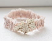 Wedding lace garter / Bridal garter / Vintage style lace garter / Stretch lace / Old rose lace