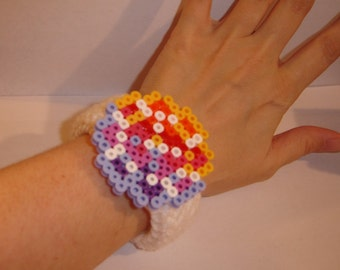 crochet bracelet pixel art 8bit 115 cut gem shape bangle cuff white acrylic yarn yellow pink purple blue perler bead embellishment