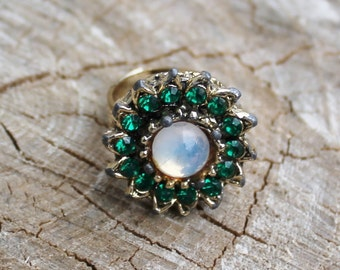 Vintage Green and Moonstone Gold Ring