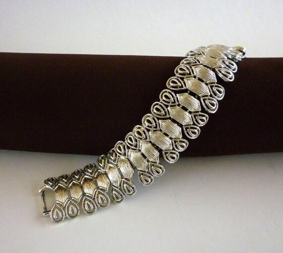 Coro Link Bracelet Silvertone