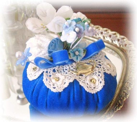 Pincushion Needlecraft ROYAL VELVETEEN Handmade CharlotteStyle Sewing Soft Sculpture