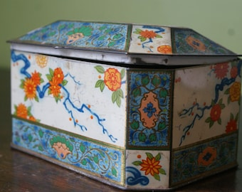 Reduced. Tin full of marble chess pieces. Complete Set. Missing one. Chinoiserie Tin