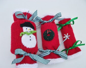 Knitting Pattern Christmas crackers in 3 sizes.