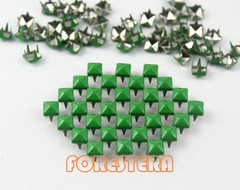 100Pcs 5mm Green Color PYRAMID Studs (CP-6037-05)