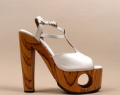 1970s super Rare Leather & Wood Platform FREDERICKS of HOLLYWOOD / Cut Out / ex cond / Sky High Towering T Strap High Heels /Sz  5  5.5  6