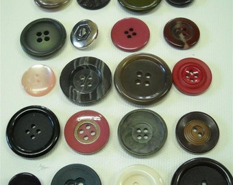 Lot of 20 vintage buttons- lot mj03