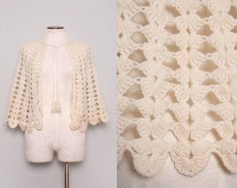 1950s Cream Cape Hand Crocheted Knit w/ Scallop Edge