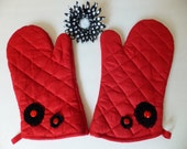 Ladybug Oven Mitt Set, Insulated Hot Pad, Wild Crow Farm Farmhouse Kitchen, Red Kitchen