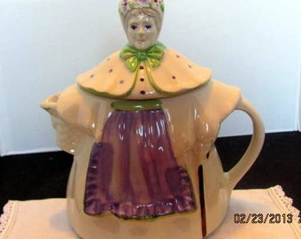 Granny Ann Teapot Made by Shawnee in 1940's