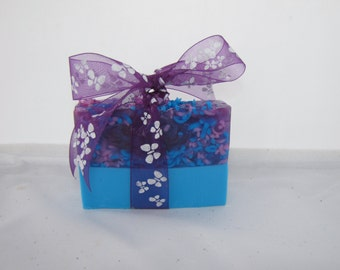 Lilac and Tulips handmade soap with added HONEY.  Perfectly purple.