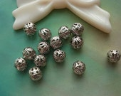 100 pcs 6mm Silver Vintage Silvery Gray Hollow Round Flower Balls Knots Beads Charms Pendants g967502