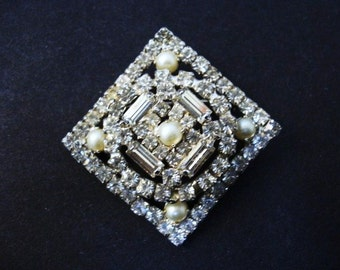 Elegant ART DECO BROOCH - Crystal Clear Stones - Tiny Seed Pearls - 3 Level Pin