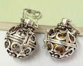 2pcs Filigree Lucky Magic Box Antique Silver Locket Aromatherapy Essential Oil Diffuser Necklace 24x27mm AA108-5