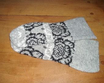 "Traditional Norwegian Wool Mittens ""Rose pattern"""
