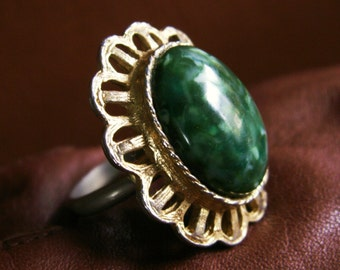 Green Speckled Lucite Cabochon Scalloped Edge Adjustable Ring, 1960's