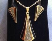 Goldtone and black Diamond Dust Jewelry Set