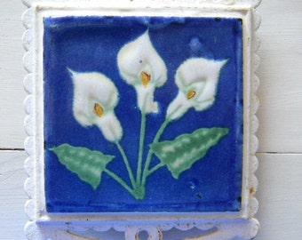Beautiful Tile Trivet Calla Lilies Floral Cast Iron Ceramic Tile Rusty Cobalt Blue Shabby Cottage Farmhouse '60-70's Rusty White Wash