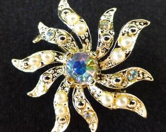 Vintage 1940s star burst brooch, unique beautiful piece of jewelry